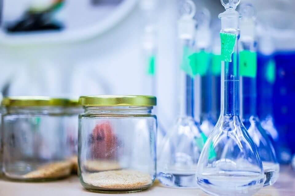 Rawatlah Alat-alat Laboratorium Dengan Cara Rutin Membersihkannya
