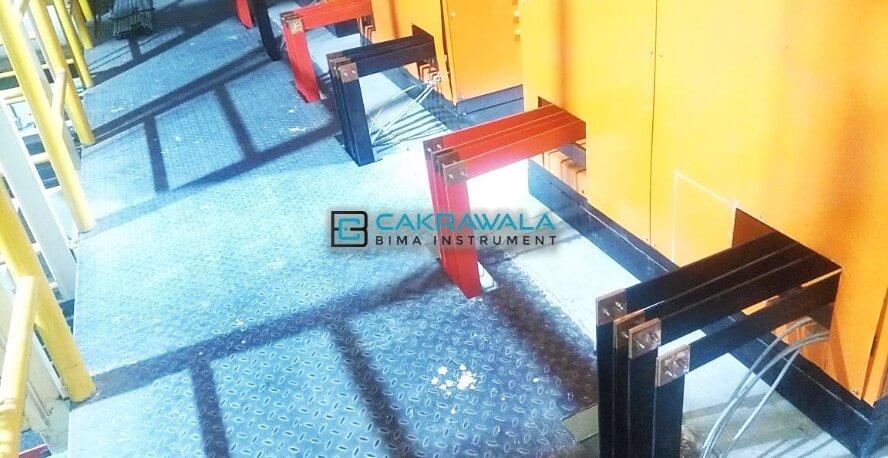 pemasangan busbar tembaga di panel IPAL