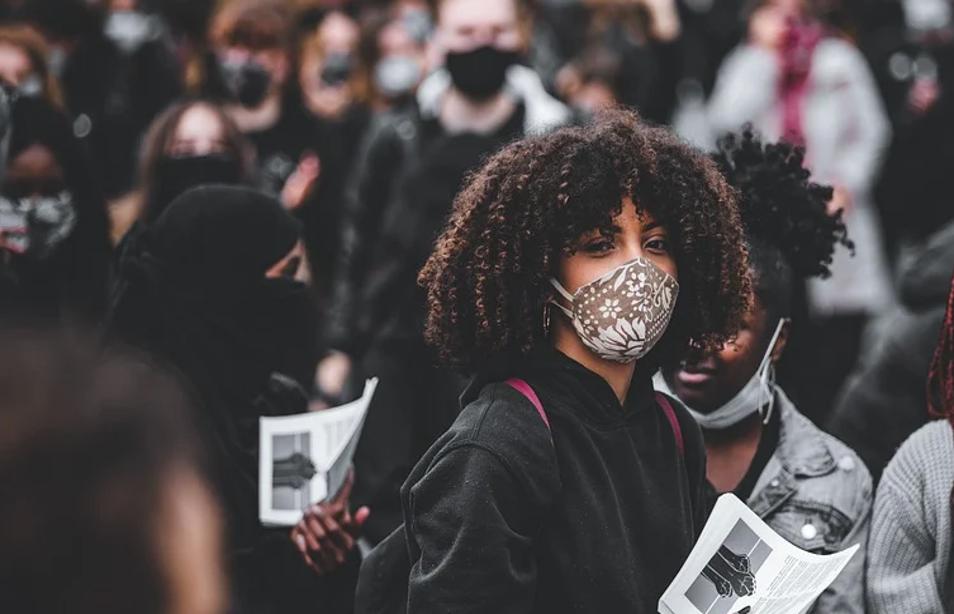 penggunaan masker wajah di tengah pandemi covid 19