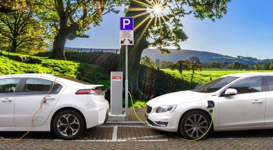 mobil listrik bertenaga surya
